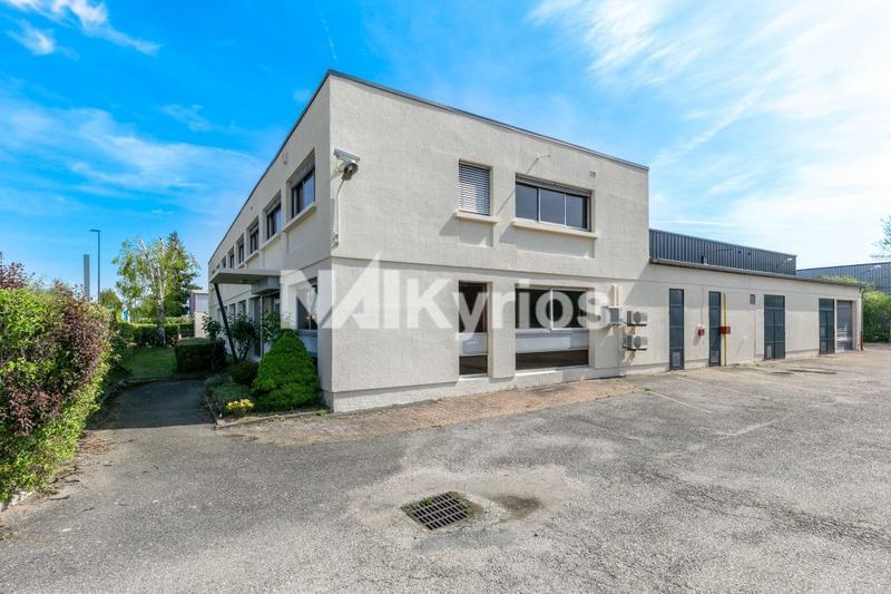 A LOUER Local d'activité de 1 300 m² à Vaulx en Velin - Photo 1
