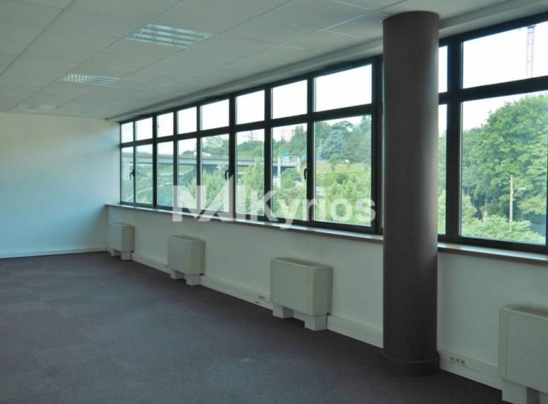 location bureaux tassin la demi lune 69160 198m2. Black Bedroom Furniture Sets. Home Design Ideas