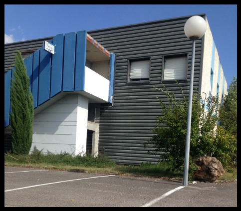 A LOUER 680 m² de bureaux en R+1 à St Maurice de Beynost - Photo 1