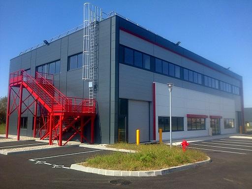 A LOUER - Local d'activité de 352 m² et bureaux de 134 m² à Meyzieu - Photo 1