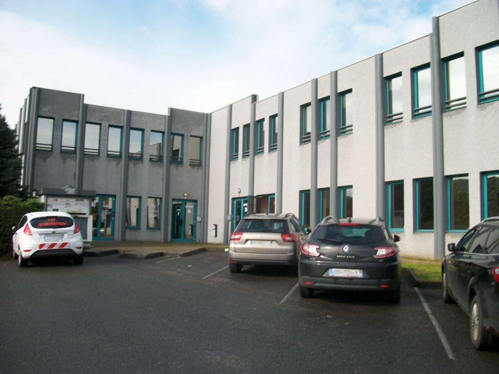 'Le Cleveland' - A VENDRE / A LOUER - 97 m² de bureaux en R+1 à Saint Genis Laval - Photo 1
