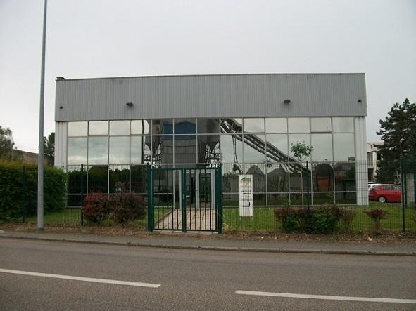 A VENDRE/A LOUER - Local d'activité rénové de 1 190 m² divisible à Saint Priest - Photo 1