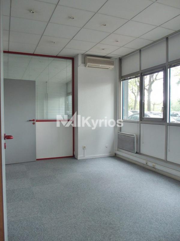 A VENDRE - Bureaux de 86 m² divisibles à partir de 36 m² en RDC à Lyon 4 - Photo 1