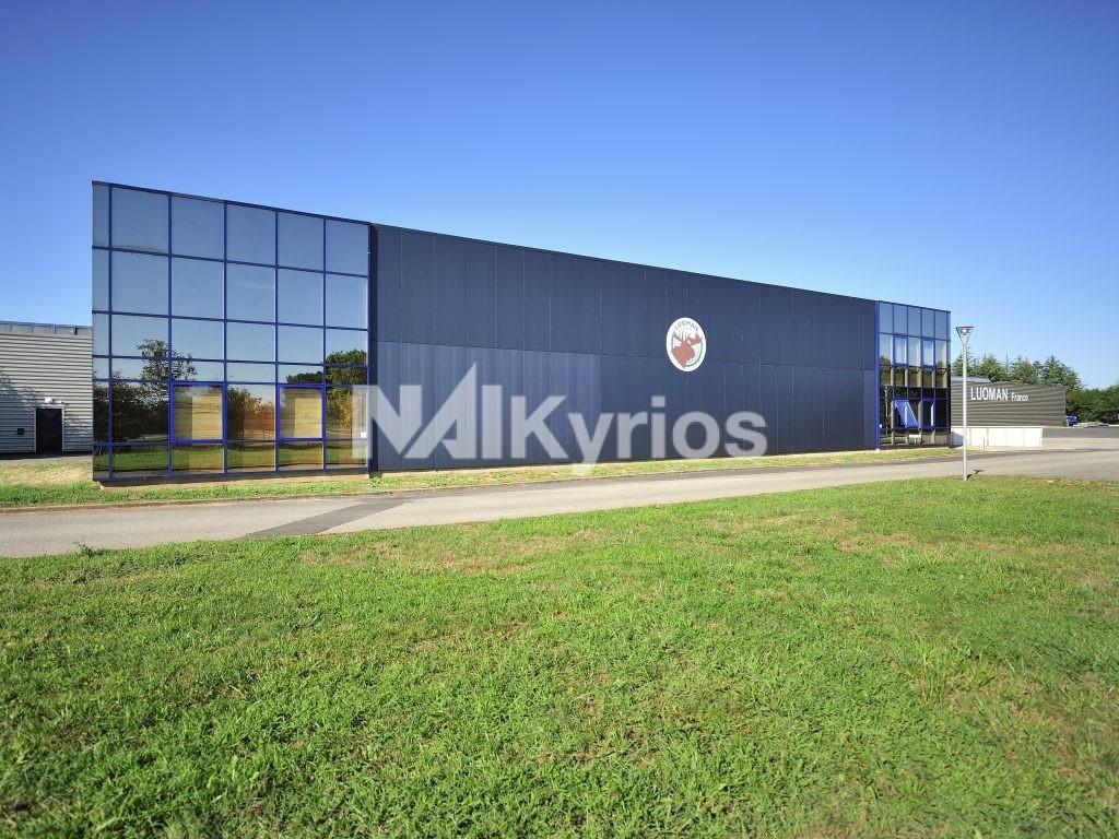 A VENDRE - Bâtiment industriel de 3400 m² sur terrain de 11 200 m² à BLYES - Photo 1