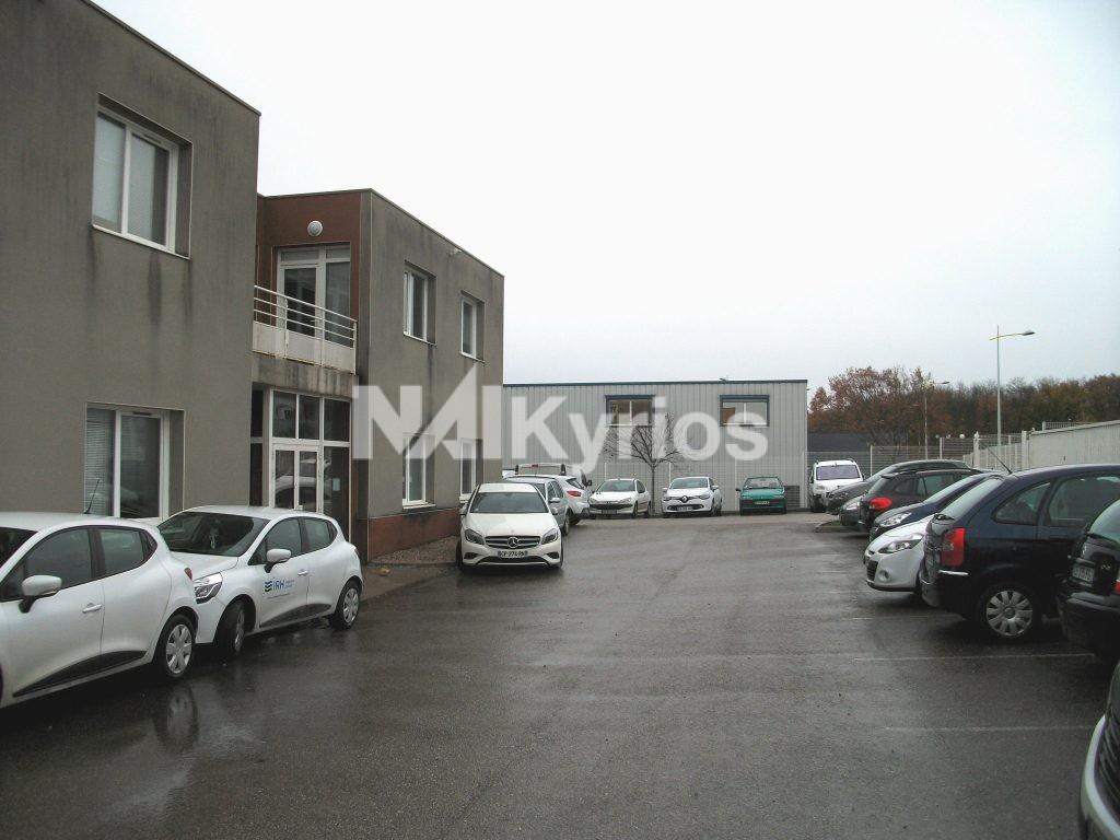 A VENDRE/ A LOUER Bâtiment mixte indépendant de 850 m² sur terrain de 2 316 m² Chaponnay - Photo 1