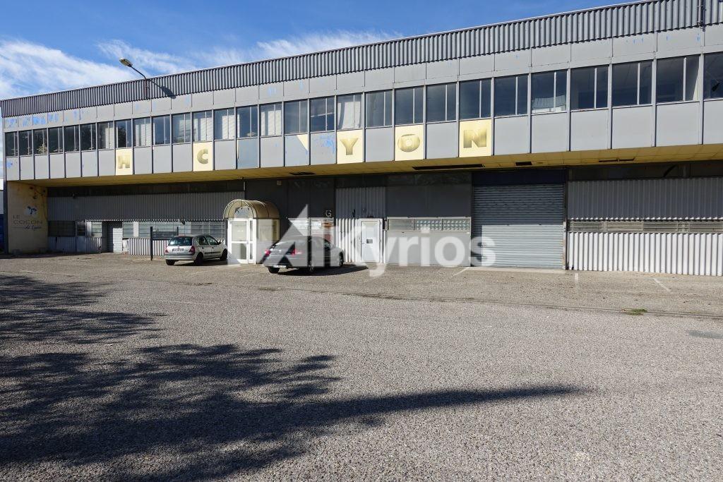 A VENDRE - Local d'activité de 1 547 m² à Caluire - Photo 1