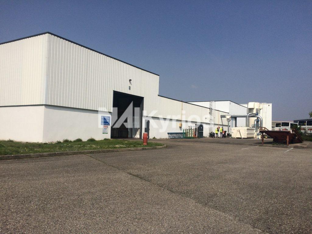 A LOUER - Site industriel de 4 043 m² divisibles à partir de 1 258 m² à Genas - Photo 1