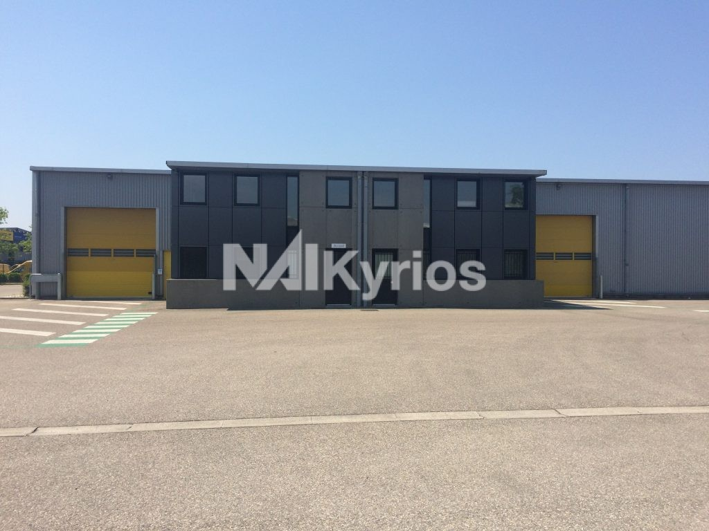 A LOUER - Local d'activité de 1 046 m² div. à partir de 359 m² à Vaulx en Velin - Photo 1