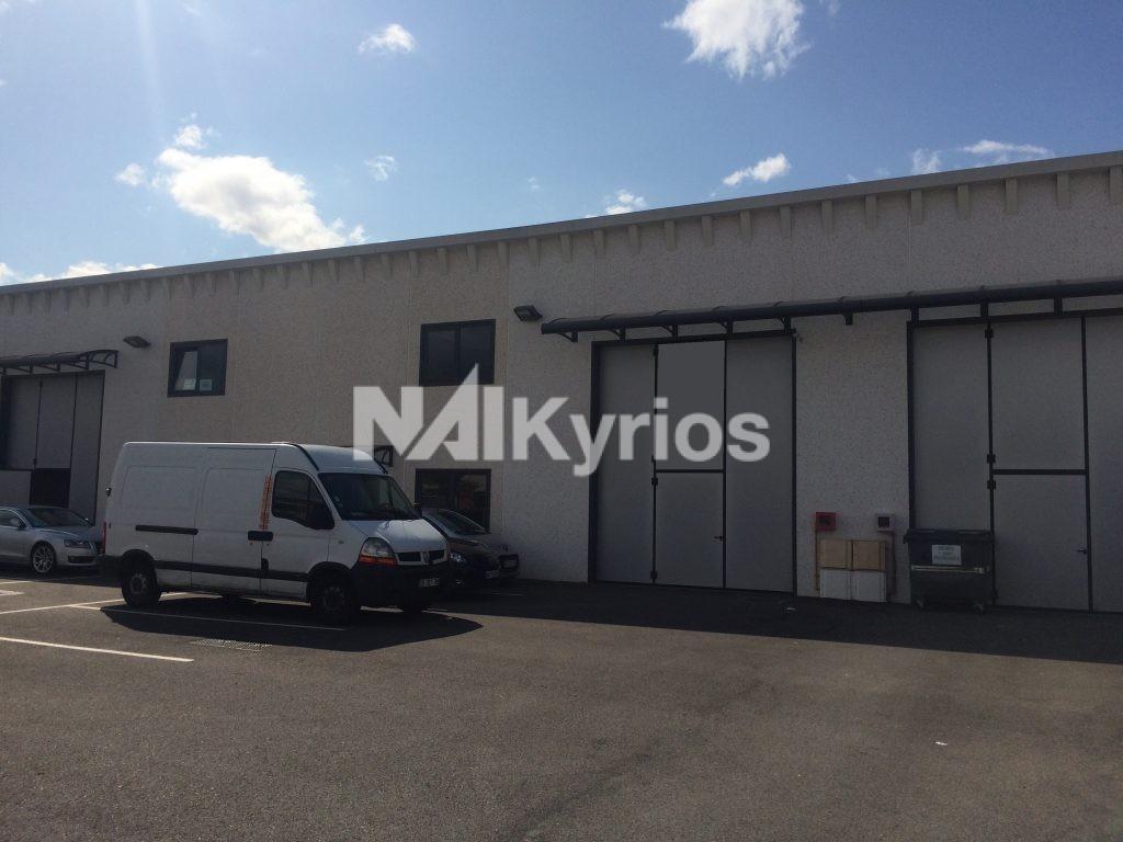 A LOUER - Local d'activité de 385 m² à Meyzieu - Photo 1