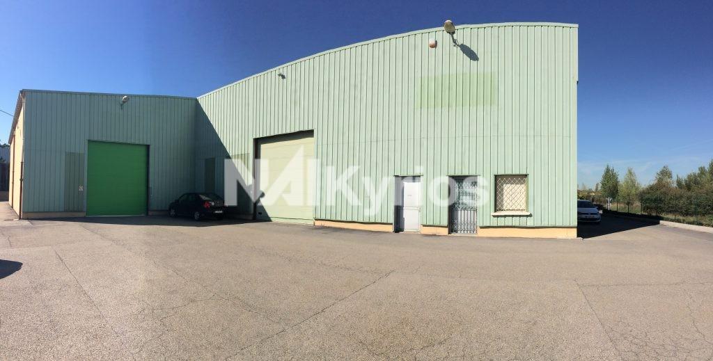 A LOUER - Local d'activité de 1 000 m² divisibles à partir de 320 m² à Saint Genis les Ollières - Photo 1