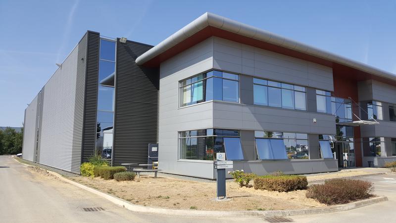 A LIEUSAINT 3940 m2 d'activités à louer dans une zone d'activité proche des grands axes. - Photo 1