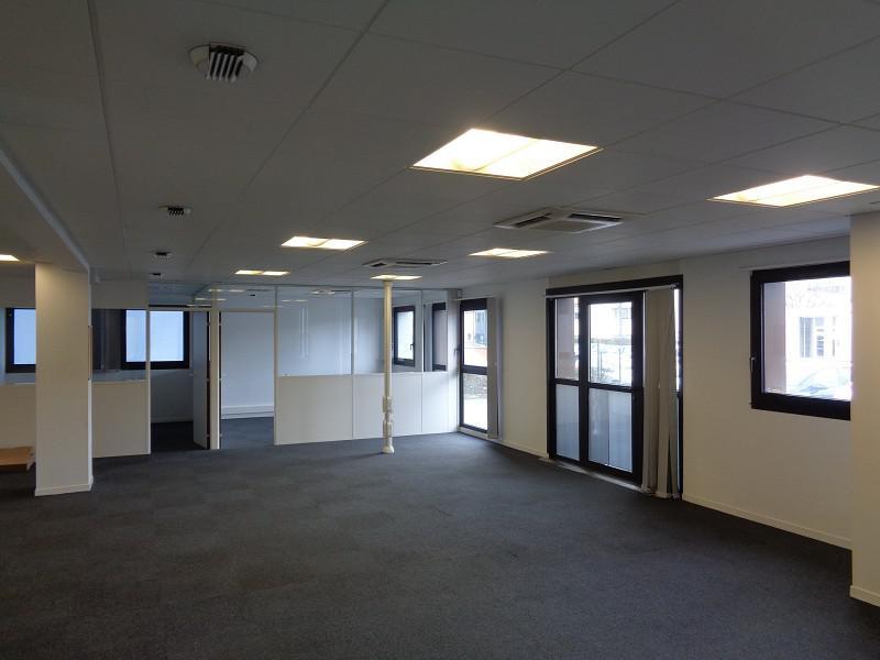 EXCUSIVITE - 178m² bureaux -  RDC  - Éligible fibre - Tours sud  , E/S A10 - Photo 1