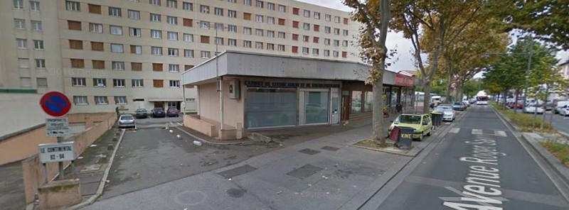 Villeurbanne - à louer local commercial  190 m² Rdc  + sous -sol  avec piscine balnéo - Photo 1