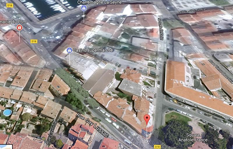 A 50 M DU PORT POUR PROF LIBÉRALES LOCAL DE 105 M² - Photo 1