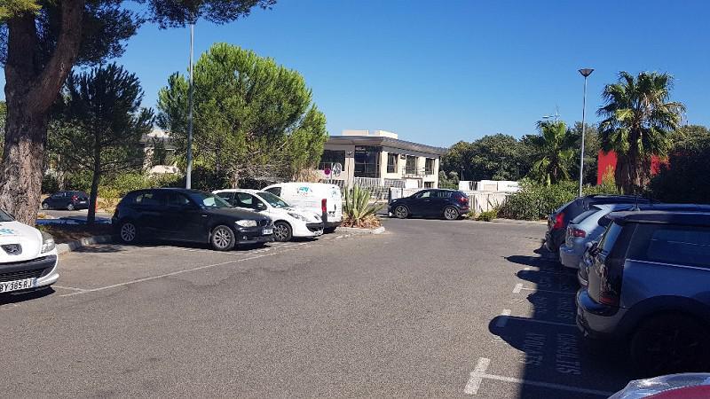 A VENDRE  SIX FOURS très beau bureau avec parking - Photo 1