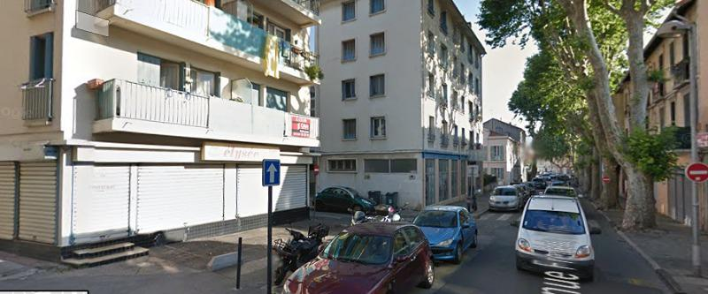 LOCAL DE 60 M² SUR AXE PASSANT AVEC 2 PLACES DE PARKING - Photo 1
