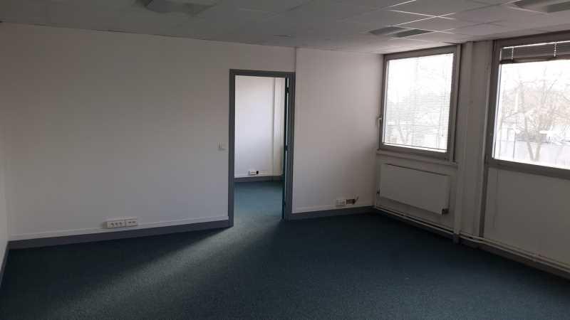 A LOUER, Surface de bureaux au coeur de la zone d'activité - Photo 1