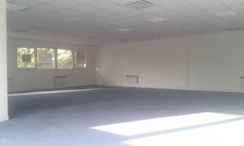 A LOUER, Bureaux dans zone d'activité proche gare - Photo 1