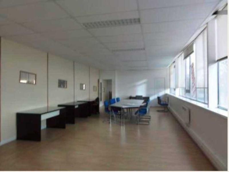 Location Bureaux Toussus Le Noble 78117 - Photo 1