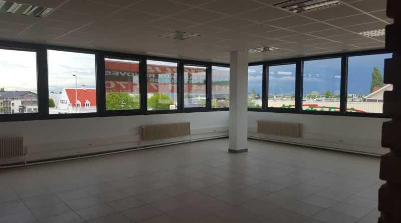 A LOUER, Bureaux rénovés - Zone commerciale Orgeval - Photo 1