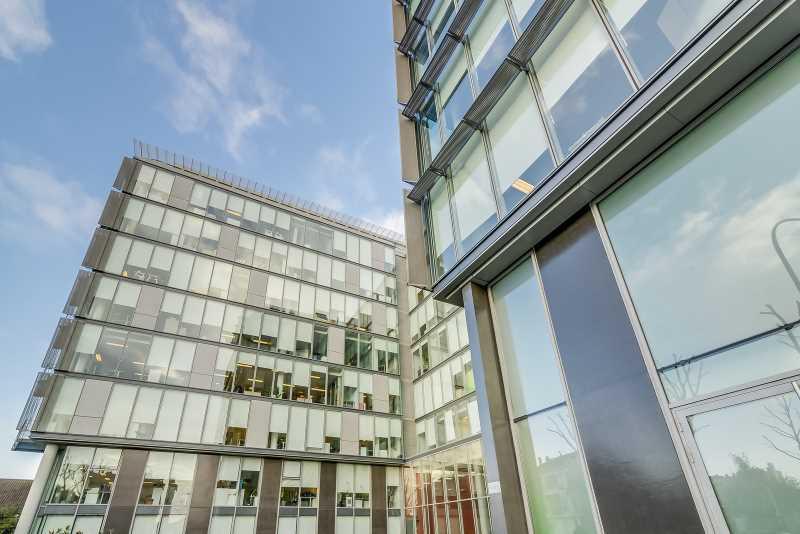 A LOUER, Immeuble de très grand standing au pied du RER - Photo 1