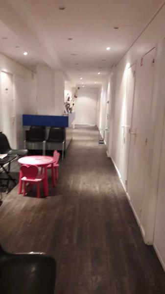 A VENDRE, Idéal investisseur, belle superficie de bureaux - Photo 1