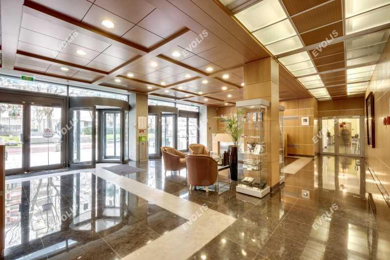 A LOUER, Bureaux climatisés dans un immeuble de standing - Photo 1
