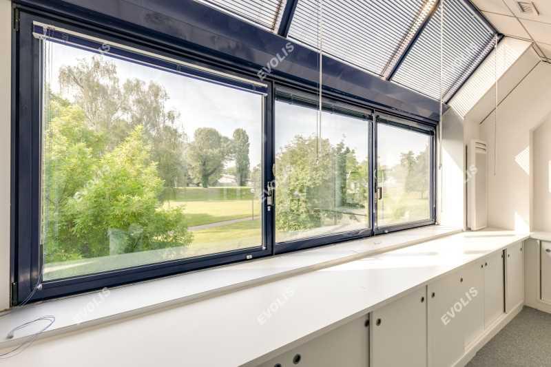 A LOUER, Surface lumineuse dans immeuble de bureaux - Photo 1