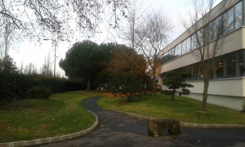 A LOUER, Entrepôt au pied de l'autoroute A6 - Photo 1