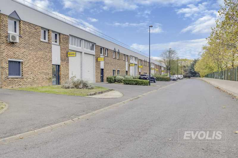 A VENDRE, Locaux d'activités à vendre proche centre d'Evry - Photo 1