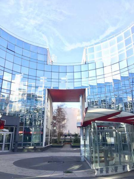 A LOUER, Immeuble de bureaux au pied du RER - Photo 1