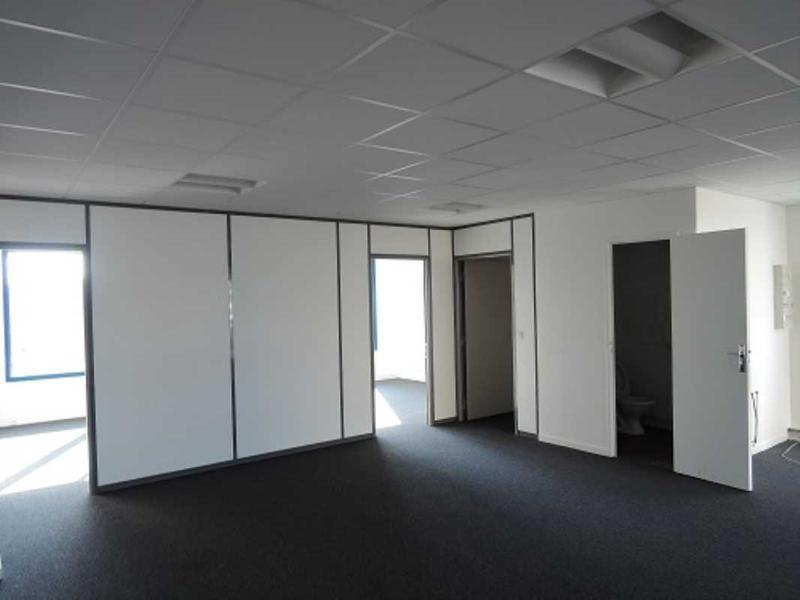 A LOUER, Locaux rénovés et climatisés - Photo 1