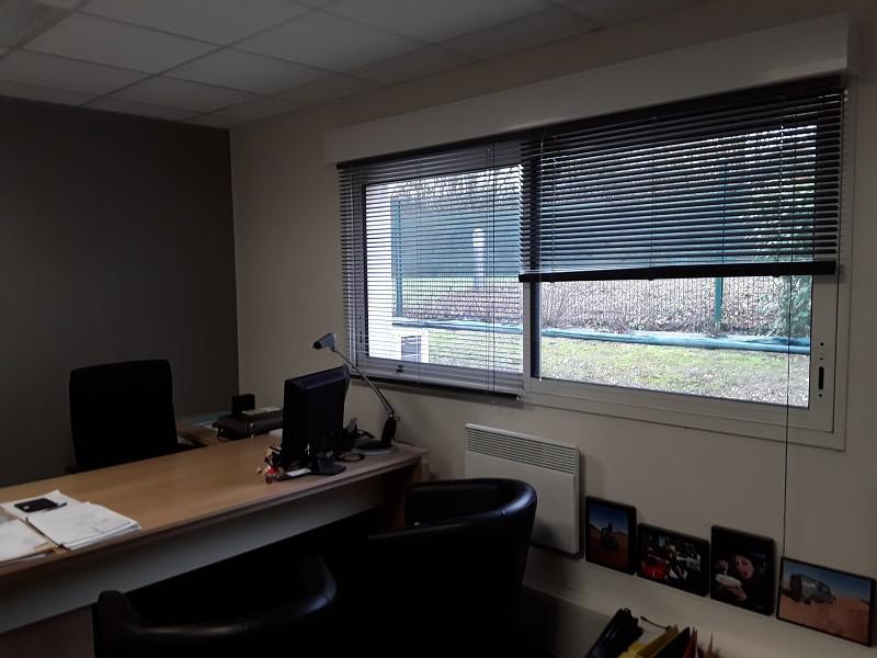Au coeur d'une zone dynamique,récente, une cellule d'activités d'environ 110 m², bureaux, stockage isolé accessible par porte sectionnelle - Photo 1