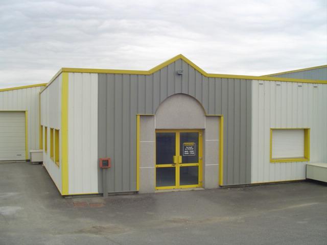 Au coeur de l'ECOPOLE SUD EST, une cellule d'activité d'environ 520 m², bureaux, stockage - Photo 1