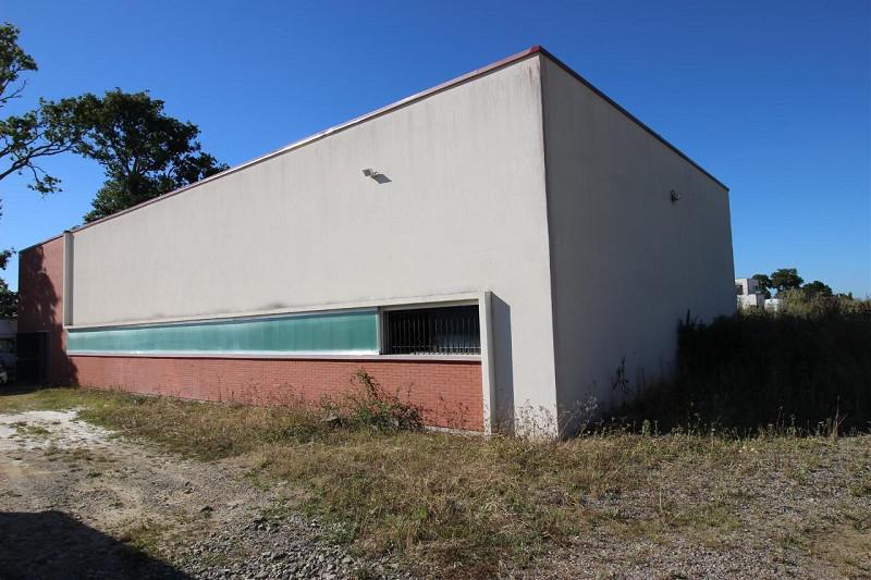 NORD EST RENNES : local d'activités d'environ 330 m² dont 60 m² de bureaux - Photo 1