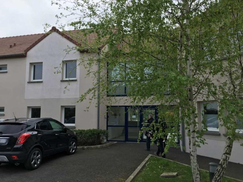 Location Bureaux Ballancourt Sur Essonne 91610 - Photo 1