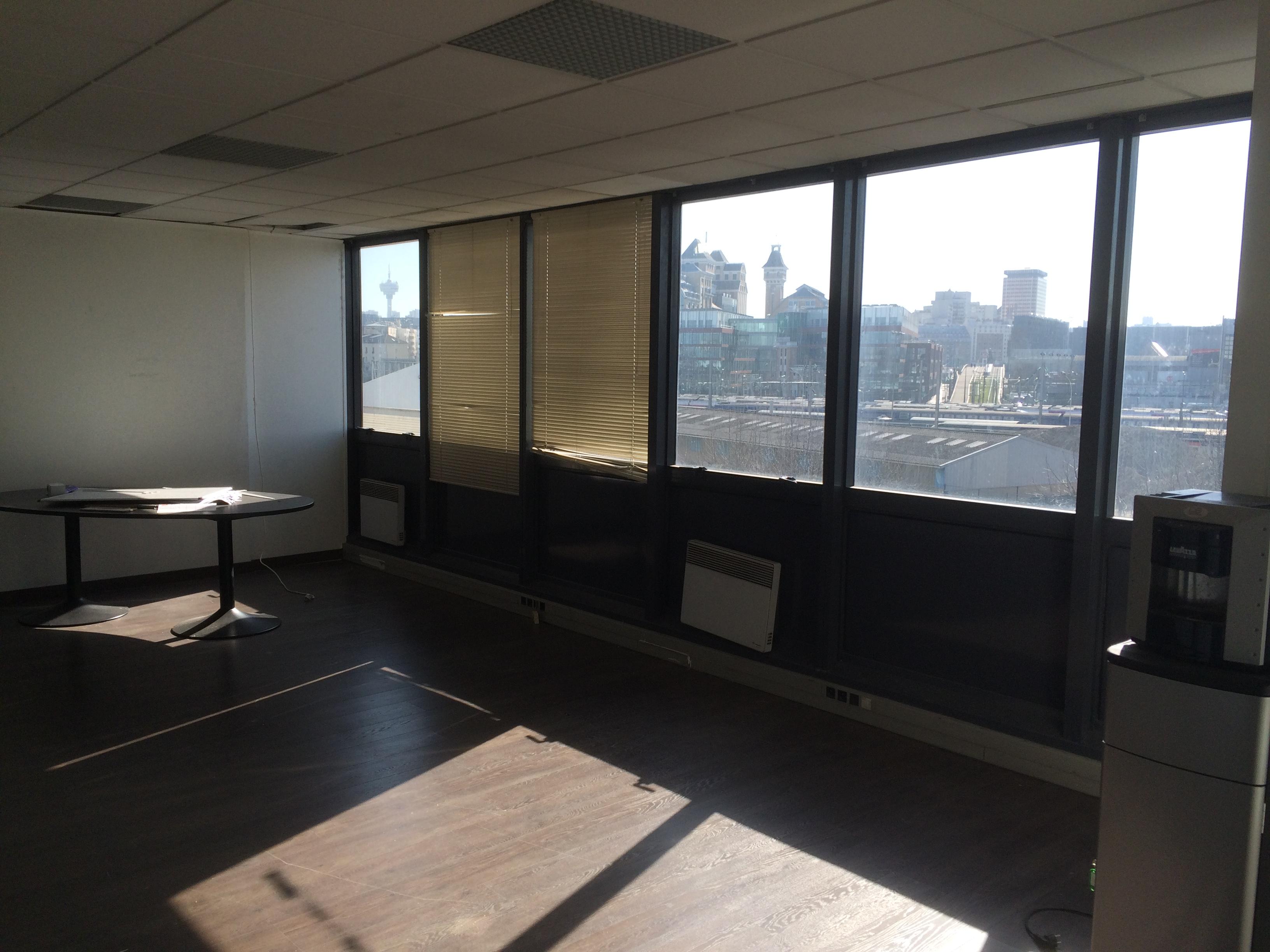 location bureaux pantin 93500 65m2. Black Bedroom Furniture Sets. Home Design Ideas