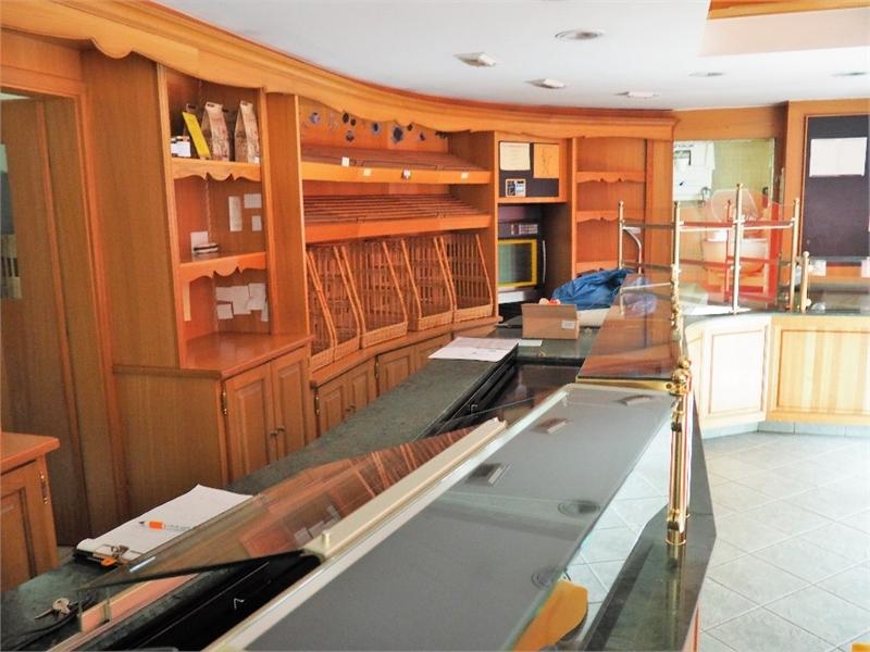 400 m² de murs commerciaux d'une boulangerie Pâtisserie et appartements à Lutzelbourg - Photo 1