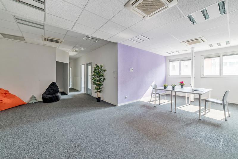Bel espace de bureaux tout équipés - 107 à 126m² - Prestation de services - Photo 1