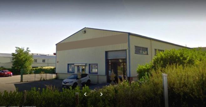 Mi plaine, sur axe passant, 550 m² dont dépôt /showroom + 400 m² cour privative - Photo 1
