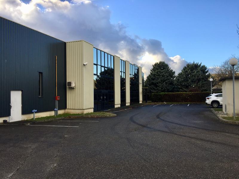 Mi plaine 2500 m² + 2Quais + porte sectionnelle, un espace showroom - Photo 1