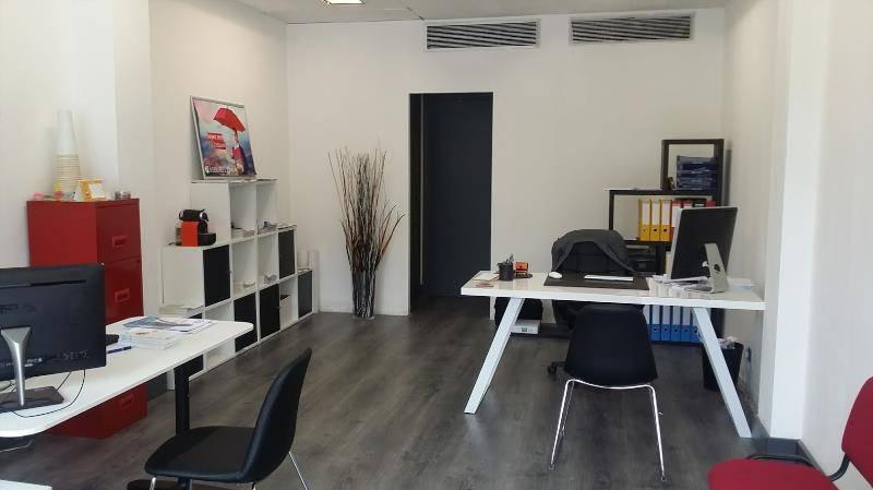 location bureaux nice 06100 47m2. Black Bedroom Furniture Sets. Home Design Ideas