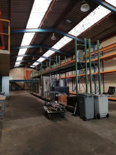 A vendre entrepôt + bureaux attenants - Photo 1