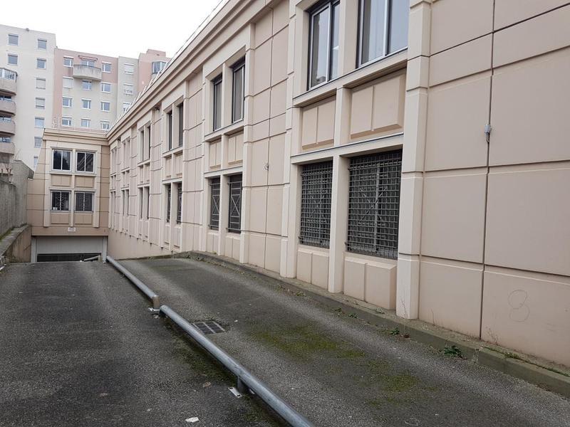 A louer à Villeurbanne, une cellule d'activités et bureaux d'accompagnement - Photo 1