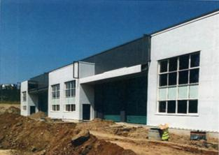 A louer, plusieurs cellules d'activités et bureaux d'accompagnement à Venissieux - Photo 1