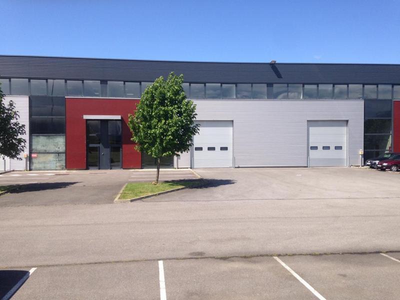 ELANCOURT La Clef Saint Pierre, à louer locaux d'activités/entrepôt - Photo 1