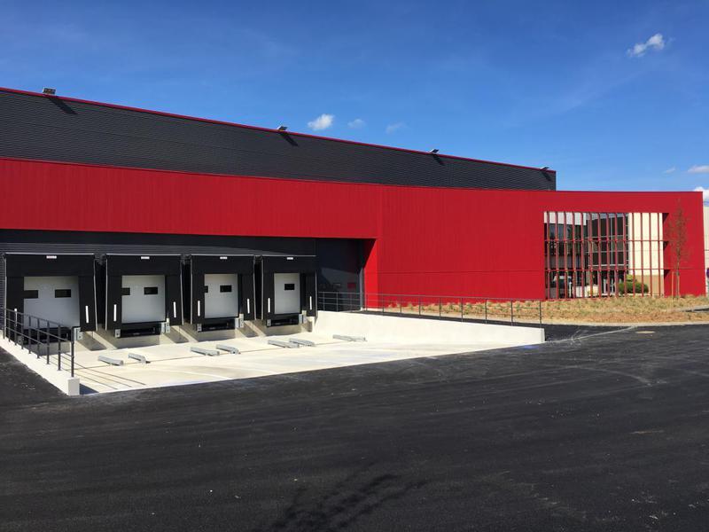 MAUREPAS, bâtiment neuf de 1291 m² à usage d'entrepôt et de bureaux - Photo 1