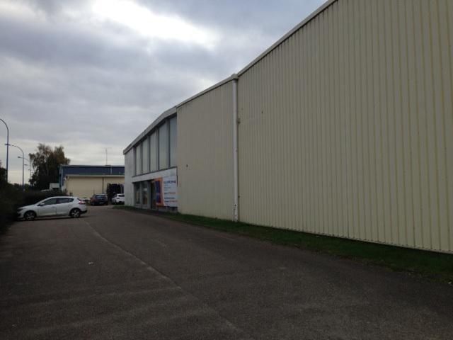 Local d'activité, avec showroom et bureaux - Photo 1