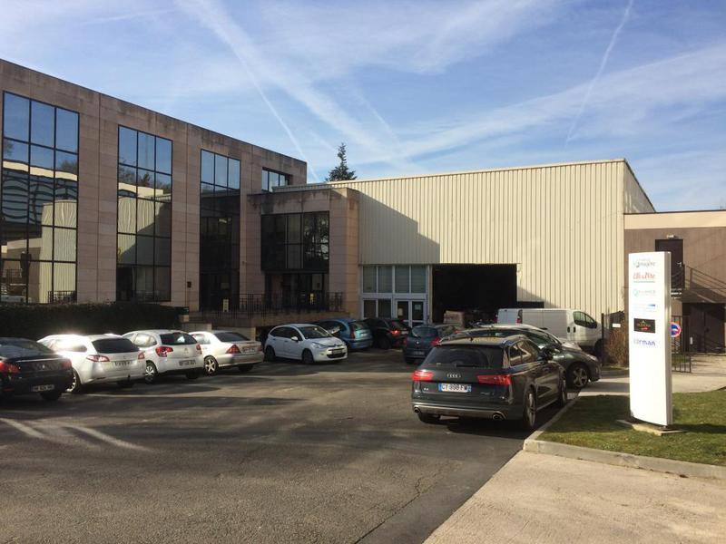 A louer Entrepôt proche VERSAILLES, de 585 m² sous grande hauteur - Photo 1