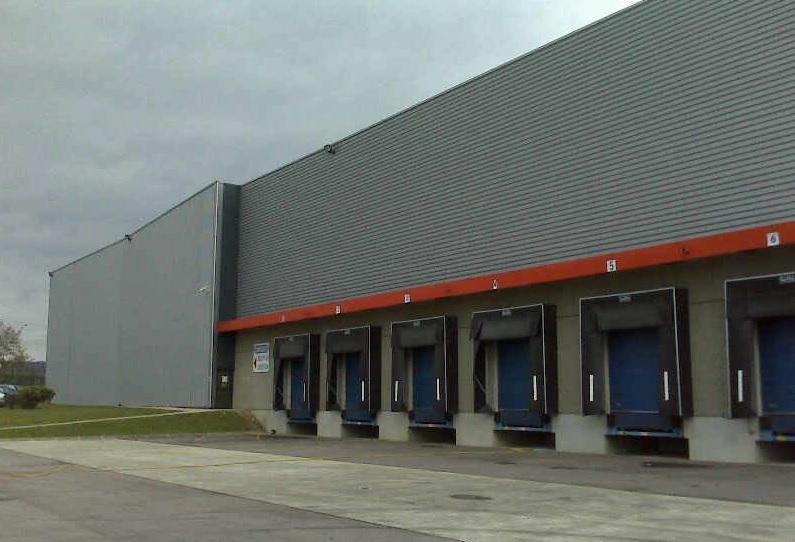 Cellule logistique de 3895m² d'entrepôt sur l'A13 - Photo 1